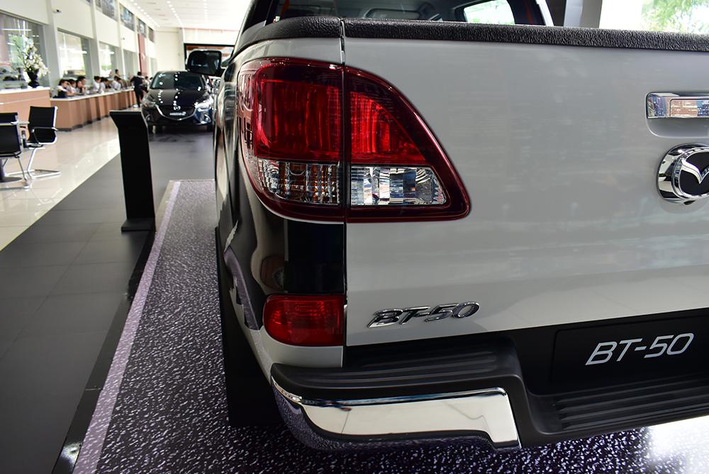 Mazda BT-50 mới có đuôi xe tối giản