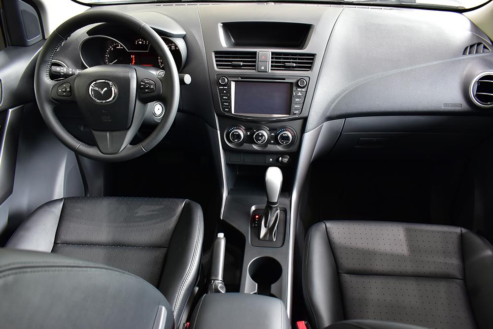 Nội thất thực dụng của Mazda BT-50 2018
