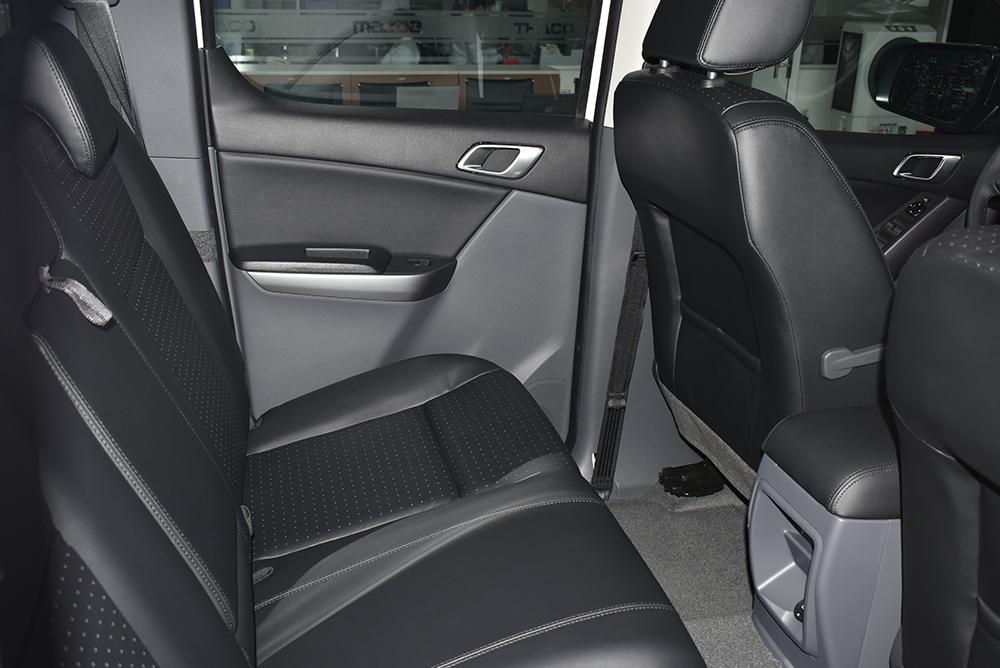 Mazda BT-50 2018 chỉ có ghế lái chỉnh cơ