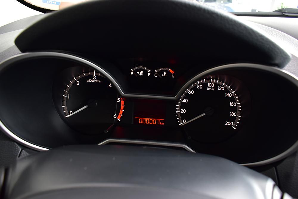 Bảng táp-lô đơn giản trên Mazda BT-50 2018